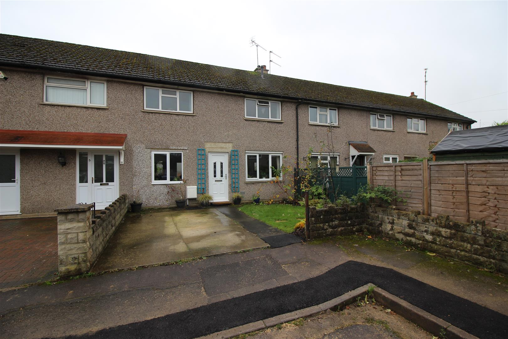 3 Bedrooms Terraced House for sale in Honeybrook Close, Chippenham